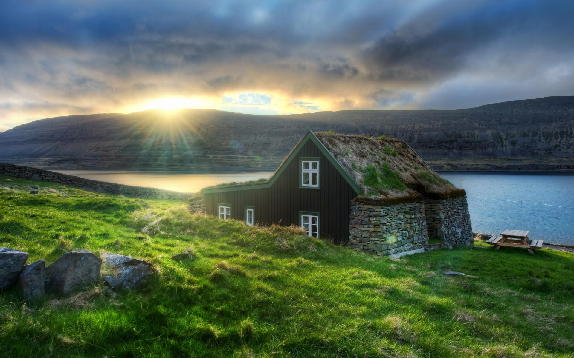 Image via Guide to Iceland